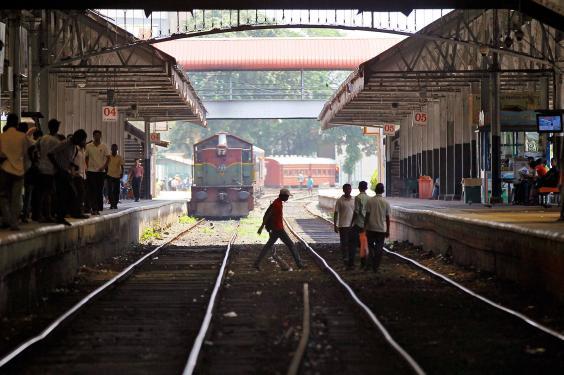 Sri-Lanka-train-Queen-of-Jaffna.jpg