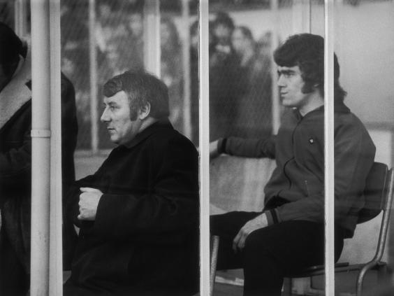 Manchester-United-manager-Tommy-Docherty-(left)-on-the-bench-during-a-match-against-Arsenal,-6th-January-1973.-Behind-him-is-United-sub-Ted-MacDougall.jpg
