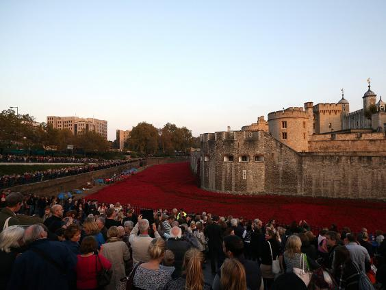 Remembrance Day Tower Of London Poppy Buyers Warned They Could - Tower of london river of poppies