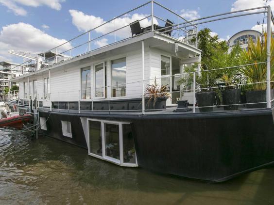 3house-boat.jpg