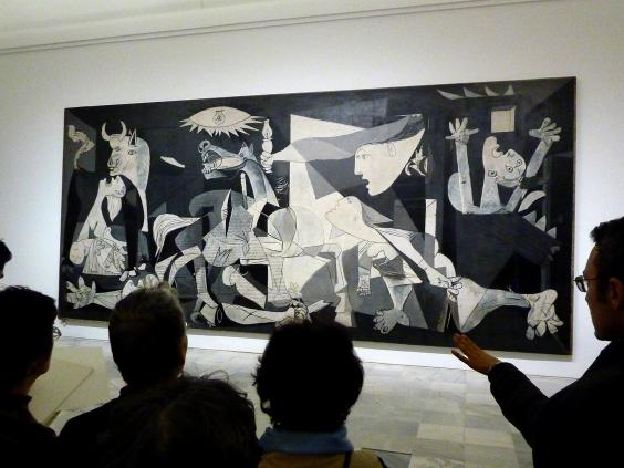People_looking_at_Guernica_painting.jpg