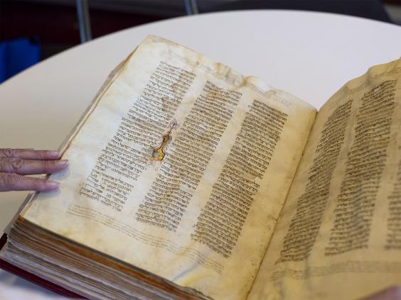 pg-34-hebrew-bibles-2-ap.jpg