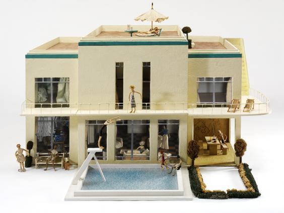 pg-35-dolls-houses-2-va.jpg