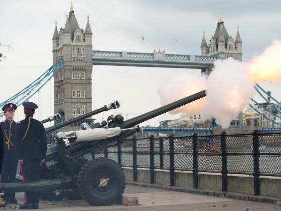 Gun_Salute_Tower_of_London.jpg