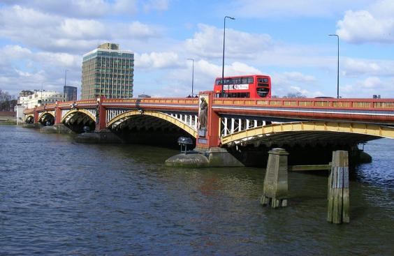 800px-Vauxhall_Bridge_London_-_geograph.org.uk_-_1752640.jpg