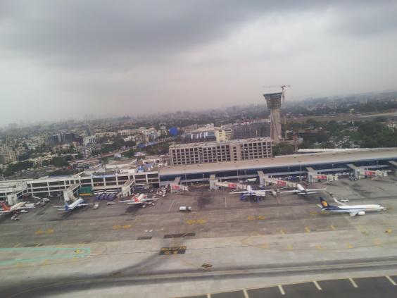 View_of_Mumbai_Airport_Runway_and_around_173818.jpg