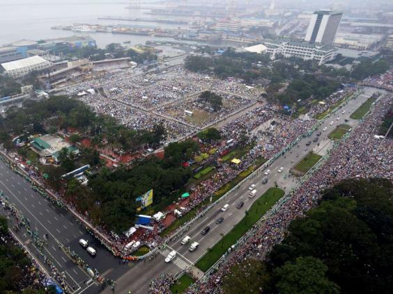 manila-pope-park-mass-outdoor_1.jpg