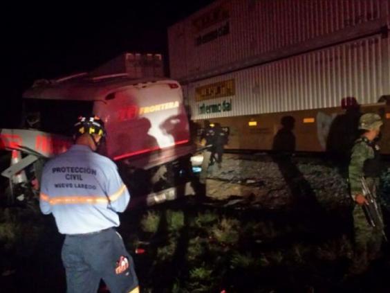 mexico-soldiers-crash-bus-train.jpg