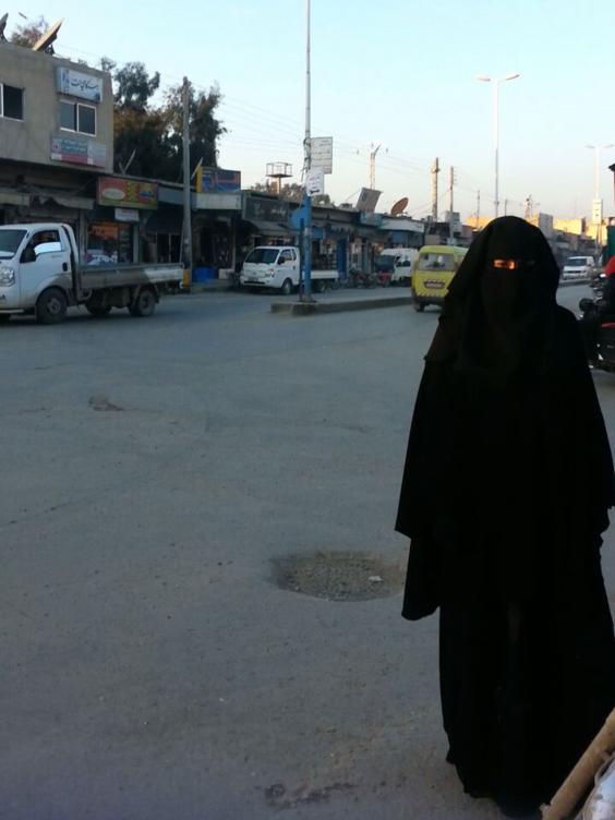 raqqawoman.jpg