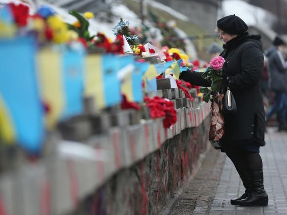 Ukraine-Maidan-flowers-Getty.jpg