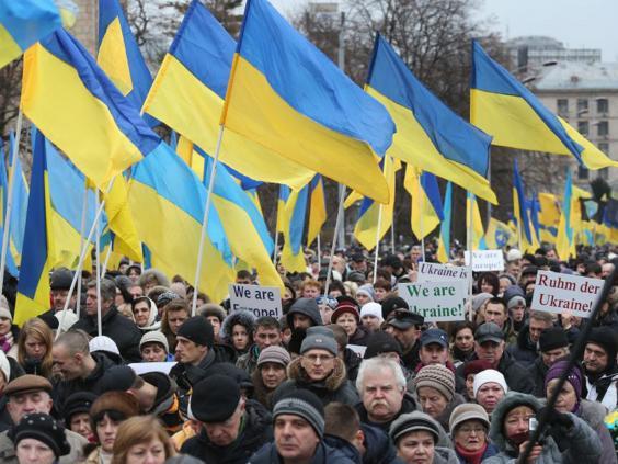 26-Ukraine-Flags-Getty.jpg