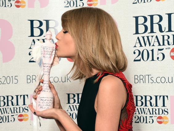 Taylor_Swift_getting_award.jpg