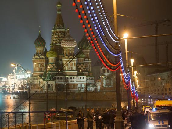 Boris-Nemtsov-police-AP.jpg