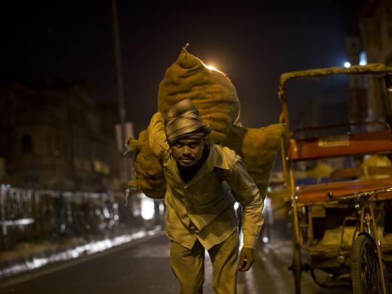 36-India-labourer-AP.jpg