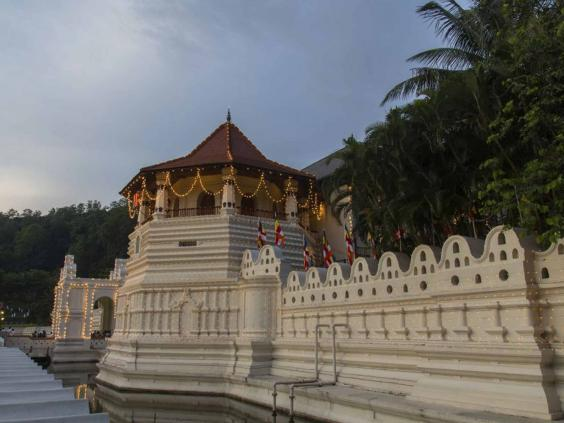 tooth_temple_kandy_getty.jpg
