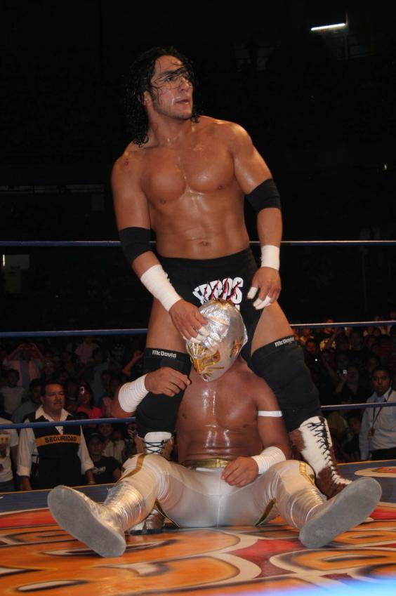 hijo-wrestling.jpg