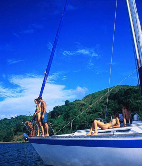 yacht-corbis.jpg
