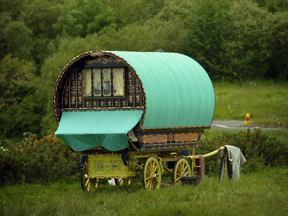 Old_fashioned_caravan.jpg