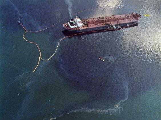 22-Exxon-Valdez-AP.jpg