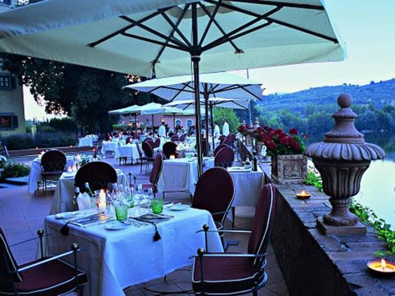villa_massa_tables.jpg