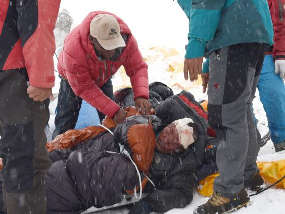 mount storm women An international team of climbers ascends mt everest in the spring of 1996 the film depicts their lengthy preparations for the climb, their trek to the summit, and their successful.