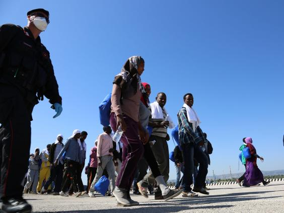migrants-ap2.jpg