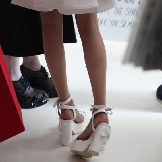 Models-and-signs-backstage-at-Delpozo3.jpg