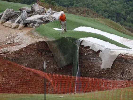 Golf-course-sinkhole2.jpg