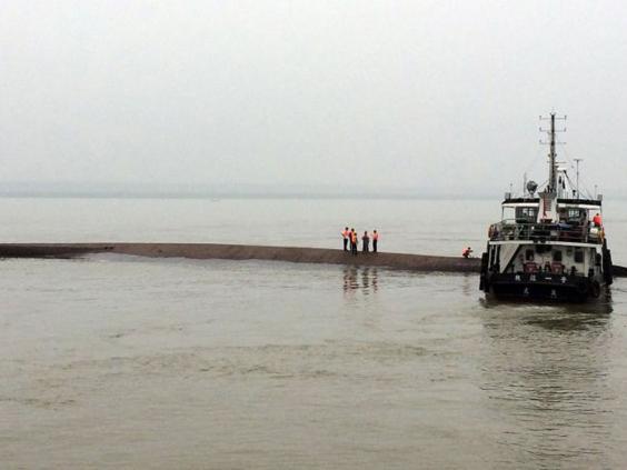 chinese-ship-capsized.jpg