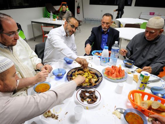 muslim-men-eating.jpg