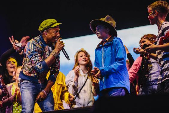 Pharrell on stage - Sara Lincoln Photography-1.jpg