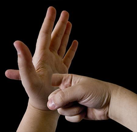 fingerthrupalm_pirksts-caur-plaukstu.jpg