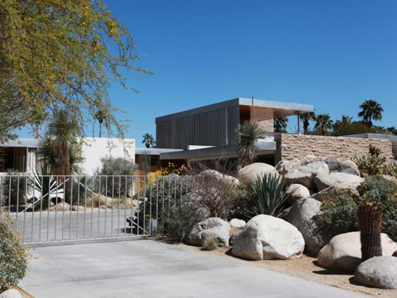 Kaufmann Desert House built by Richard Neutra in 1946_1.jpg