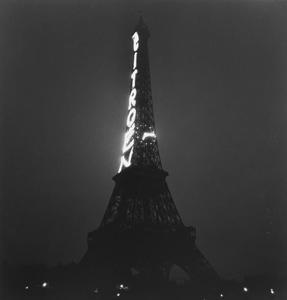 Tour Eiffel 1935 - Roger Schall Courtesy Galerie ARGENTIC.jpg