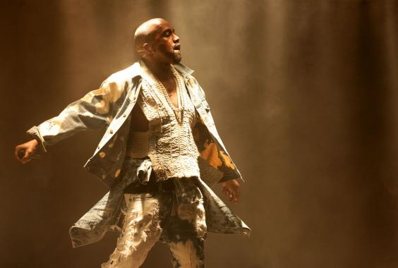 AN74117809Kanye West perfor.jpg