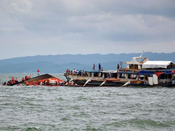 Capsized-boat2.jpg