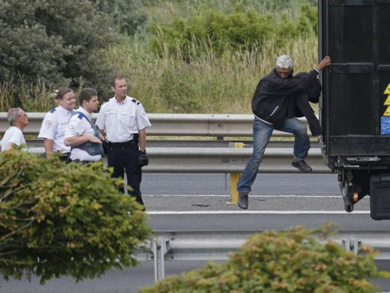 20-Migrant-Calais-Reuters.jpg