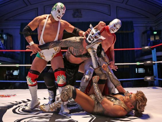 pg-36-lucha-libre-3-getty.jpg