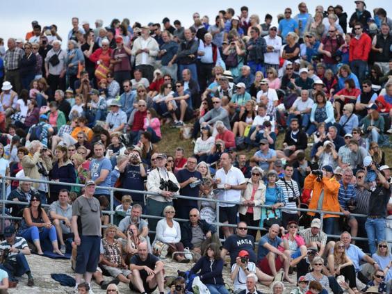 11-Southsea-Crowd-PA.jpg