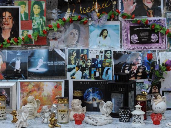 Michael-Jackson-Shrine-2.jpg