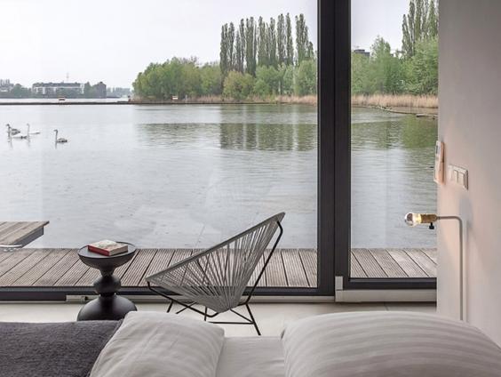 AN77014050Modern Boat Berli.jpg