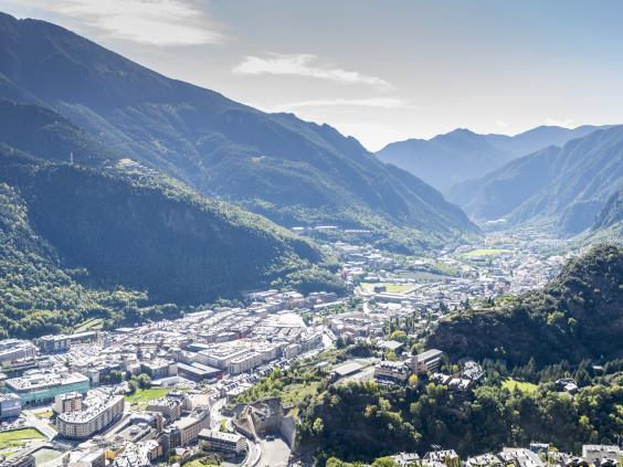 AN77834919city of Andorra L.jpg