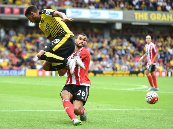 Etienne-Capoue-of-Watford-and-Steven-Caulker-of-Southampton-batthe-for-the-ball.jpg