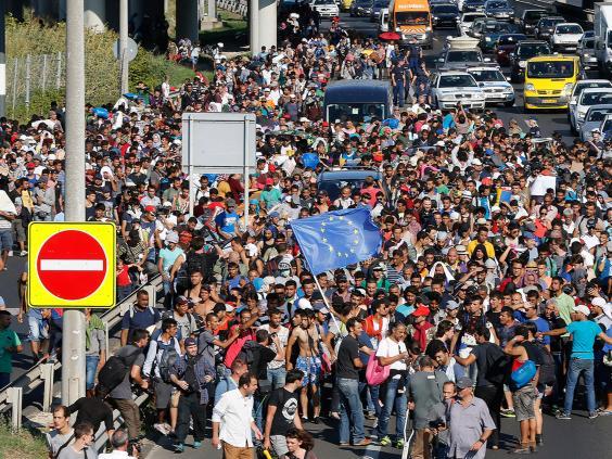 Migrants-Walk-7-AP.jpg