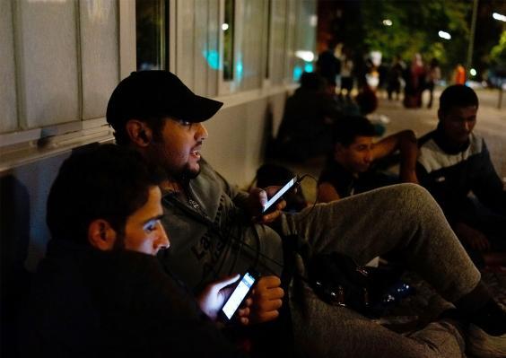 refugeesphones.jpg