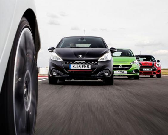 Hot-hatches-on-track2.jpg