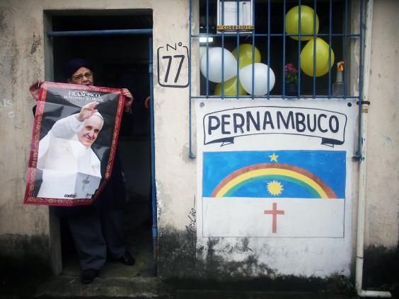 pope-favela.jpg