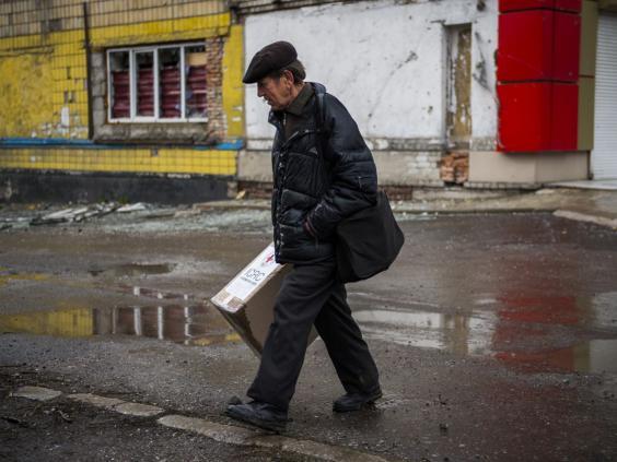 29-Donetsk-Red-Cross-Get.jpg