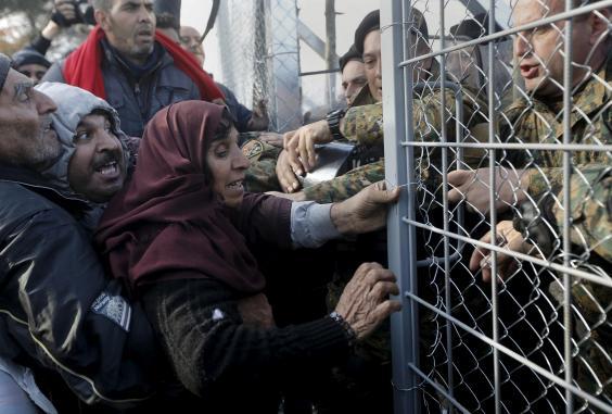 Syria-refugees-border-macedonia.jpg
