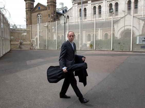 Mick-Jones-The-clash-prison-gig.jpg